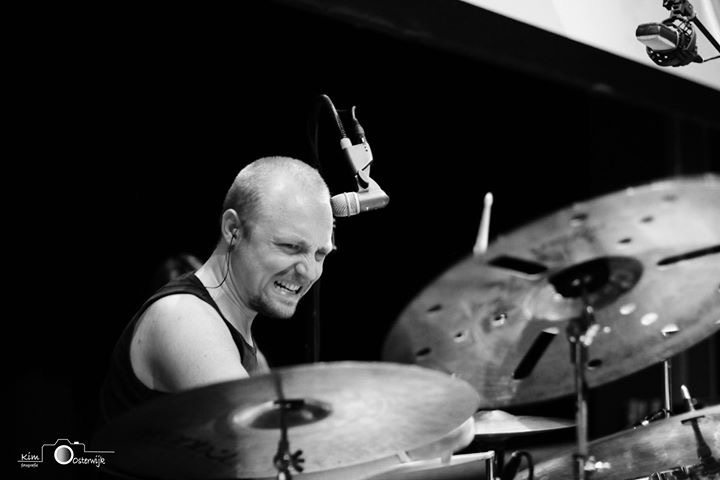 Drummer - Op deze foto is de drummer te zien van de band Grenadeers!<br /> Zij speelde de aftershow van the Smashing pumpkins op 11 juni dit jaar.