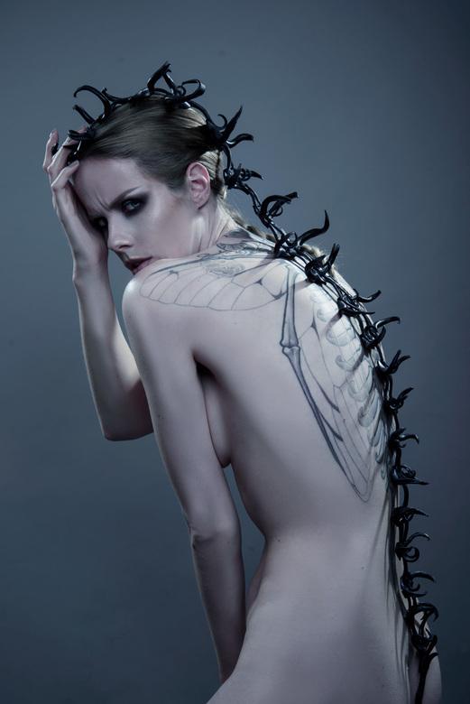 Parasite - Lara Aimee draagt AMF Korsets<br />