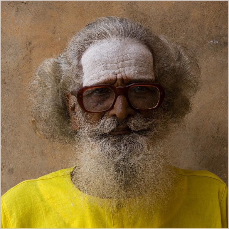 Afbeeldingsresultaat voor mannen eind 50 bril