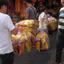 marktscene met toerist 1701228295m