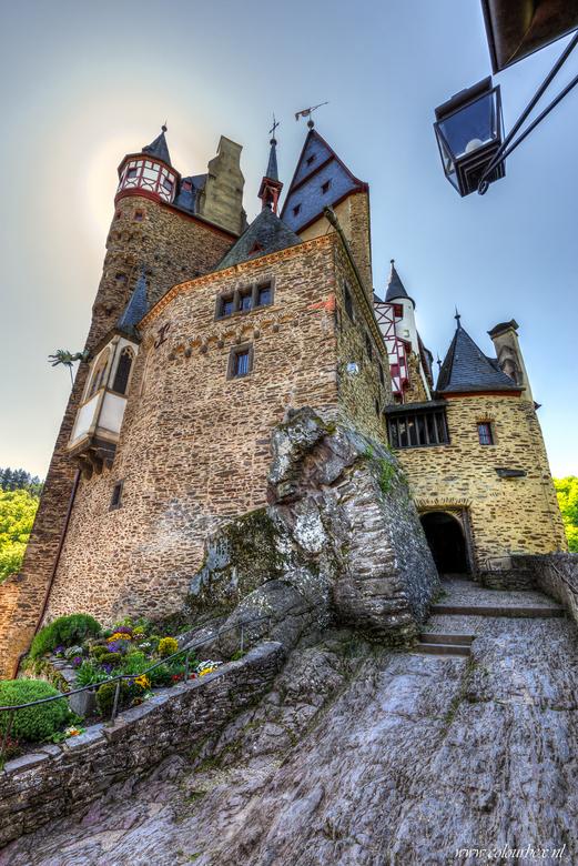 Burg eltz in de zon -