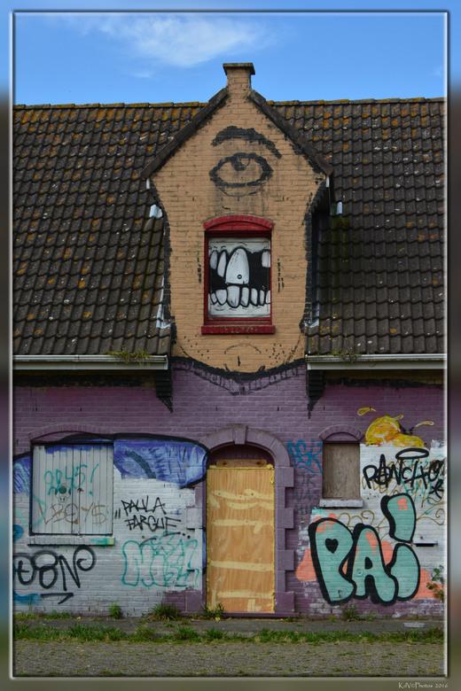 Doel   - Doel is een dorp in de Belgische provincie Oost-Vlaanderen en een deelgemeente van Beveren. <br /> Doel ligt in het uiterste noordoosten van