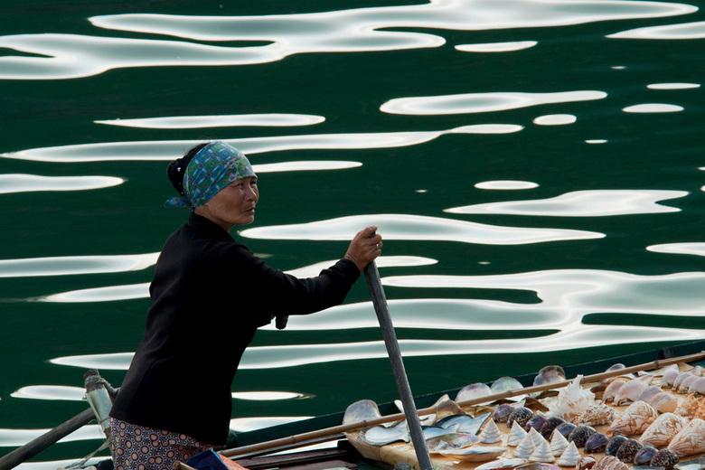 Shells and Pearls - Deze foto genomen in Vietnam, tijdens onze rondreis vorig jaar. <br /> Veel bewoners van de &quot;floating villages&quot; voorzie