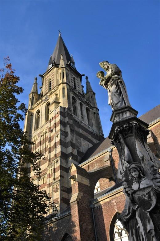 Sint-Petrus Kerk - De Grote Kerk van Sittard oftewel de &quot;Sint-Petrus Kerk&quot;, met zijn 80 meter hoge toren.<br /> <br /> Bedankt voor het ki