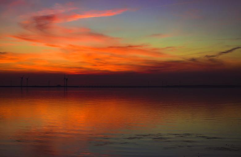 playing with color - Een zonsondergang enige tijd geleden.. leuk om een beetje met de kleuren te spelen.