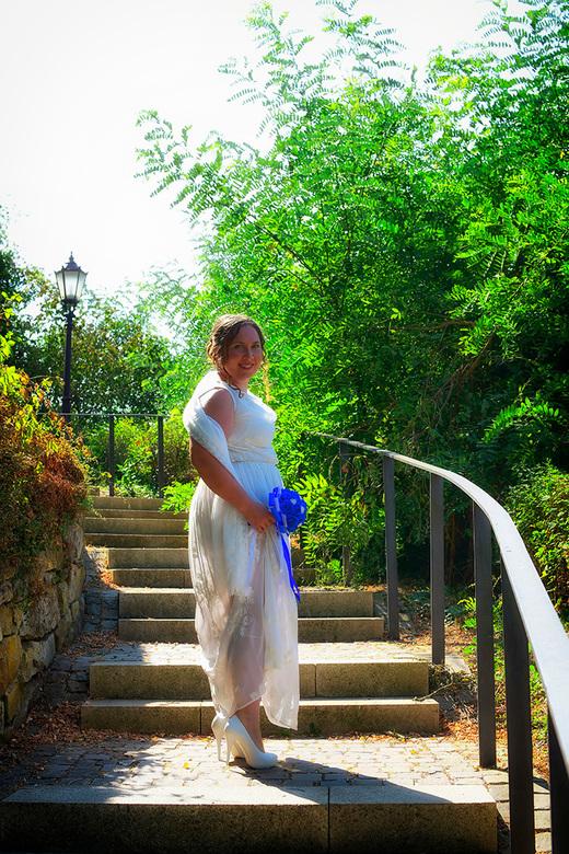 stralende bruid - Afgelopen week is mijn zoon getrouwd en ik kon het niet laten om de camera mee te nemen. Bewust alleen 35mm, om toch als mama een pa