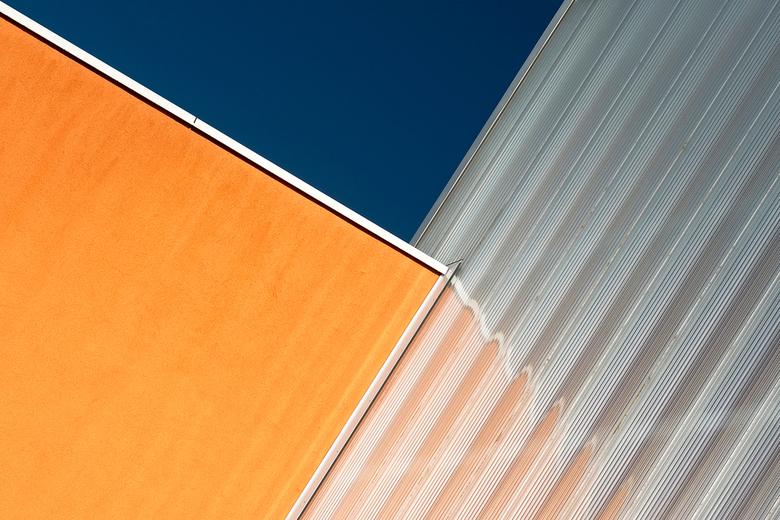 Groningen, Zernike: 'Oranje onder' - Gezien naast de hoofdingang.