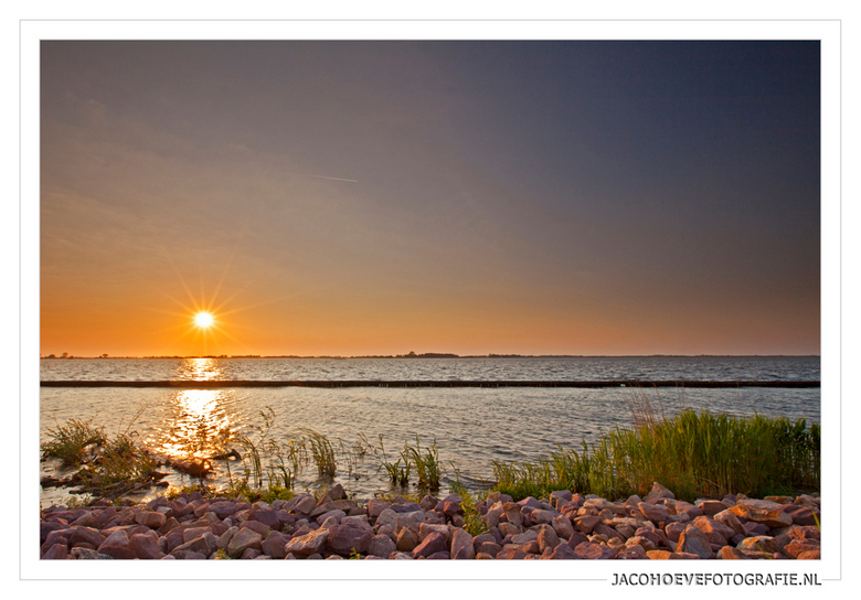 Zonsondergang boven de Beulakerwijde - Genomen op 6 juni 2013.