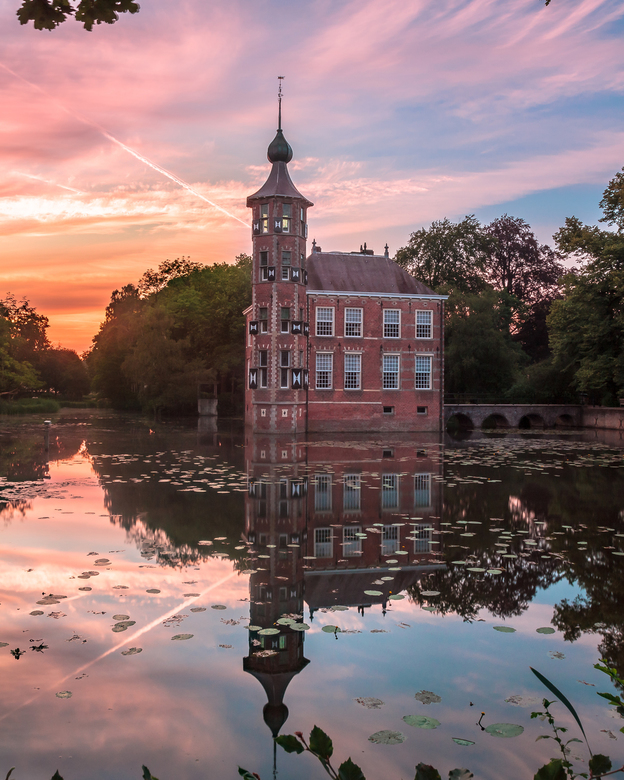 Bouvigne - I went to castle Bouvigne, at Breda city. And was blessed with a beautiful sunrise this morning..