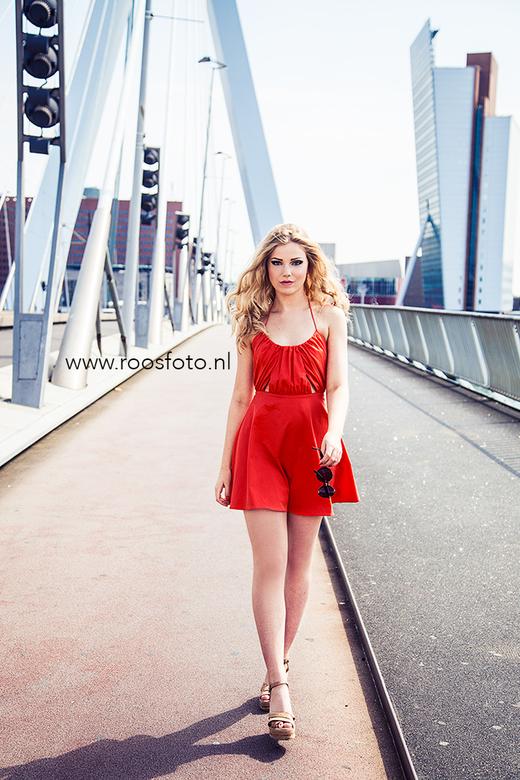 Jildou op de Erasmusbrug - Haar eerste fotoshoot, make-up heb ik ook gedaan..