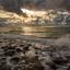 tegen zonsondergang de zee