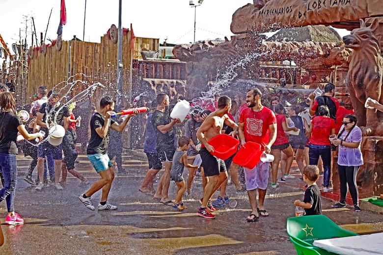 Bewatering - Ook op het feest in Cartagena. gr. Nel