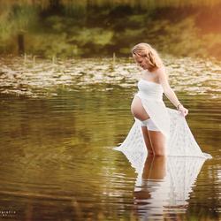 Hoogzwanger in het water