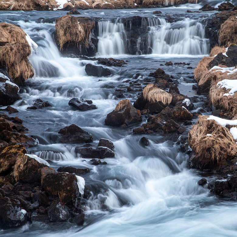 waterval - Onderweg terug naar het vliegveld bij Keflavik zijn we nog bij deze mooie waterval gestopt.