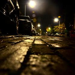 's nachts in een straat