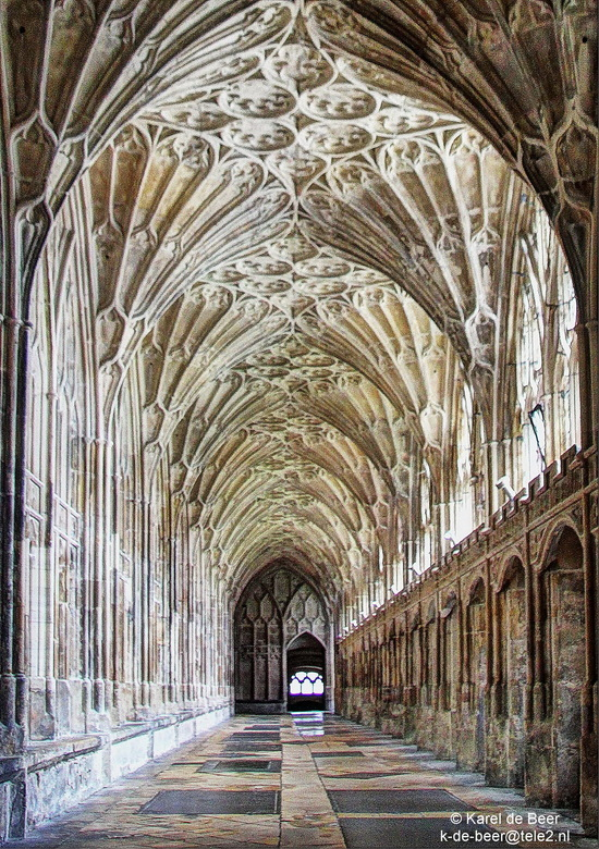 Gloucester 11 - Kijkje in een kloostergang
