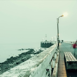 langs de pier
