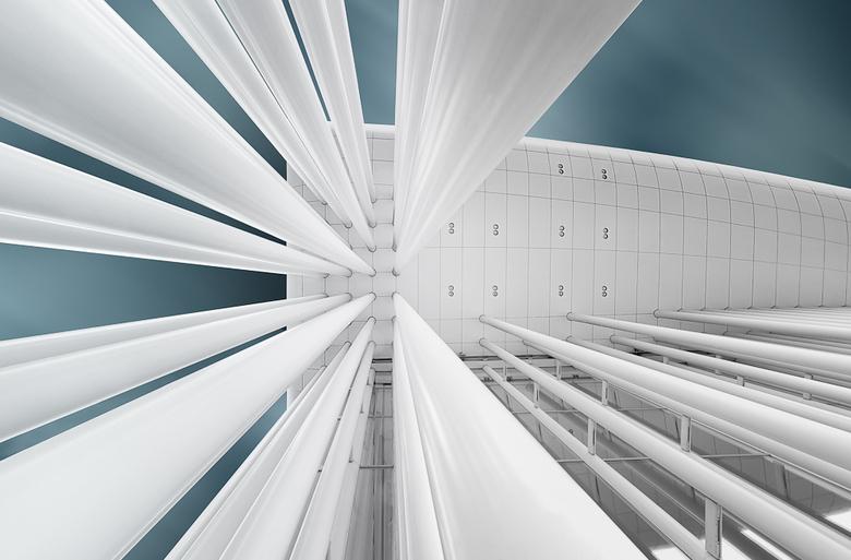 Luxemburg 6 - Luxembourg, Philharmonie. Het luifeltje boven de entree, opdat de wachtende bezoekers niet natregenen.<br /> <br /> Dank voor jullie l