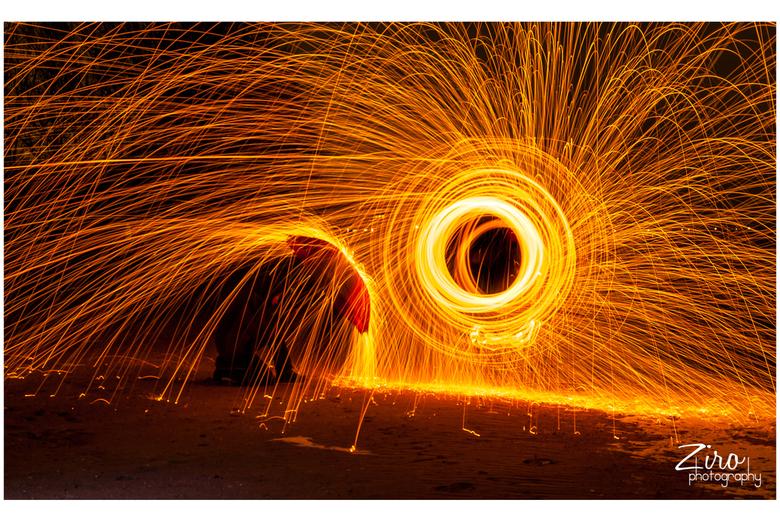 """watch it !! - spelen met vuur <img  src=""""/images/smileys/wilt.png""""/> in dit geval met staalwol dat wordt rondgeslingerd, wat spectaculaire effecten ge"""