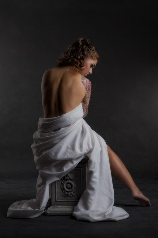 The girl with the tattooed arm II - Mua : Desiree Baker-Fama