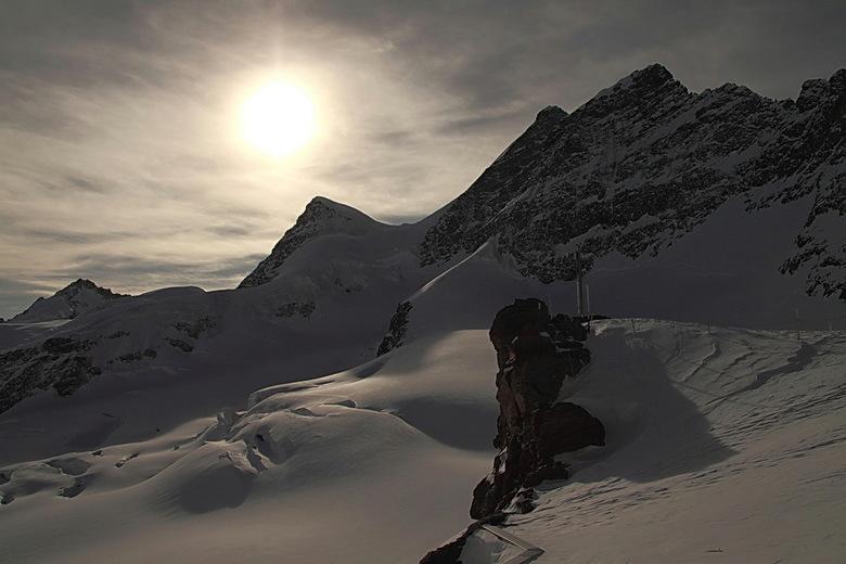alpen in tegenlicht - Foto van bijna een jaar geleden. Bovenop de Jungfraujoch gemaakt.<br /> Bedankt voor de reacties op de foto uit Soestduinen.<br