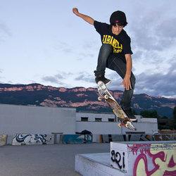 skateboard jumping 1