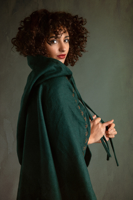 green cloak - model Mischkah