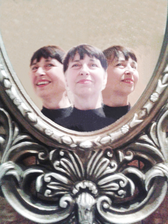 2018 Erna Daalman - Naast de vele selfies maak ik ieder jaar een zelfportret. Steeds vaker komt daar bewerking in voor, soms ook met een humoristisch