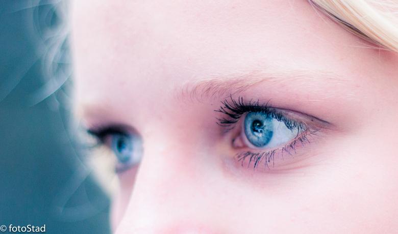 Blue eyes - even de haartjes weg geshopt bedankt voor de tip Mary, en iets lichter gemaakt