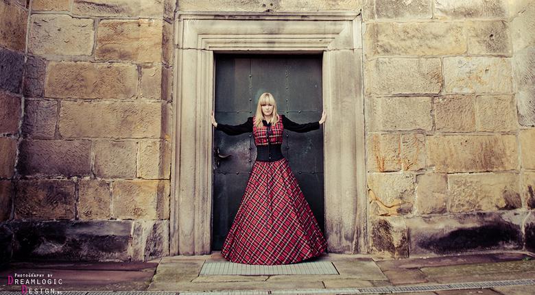 Church Gardens 2 - Deze foto is gemaakt in opdracht van Fantus Fantasy voor de webshop. <br /> <br /> Model: Ilona Niks<br /> MUA: Rianne Nijland<b
