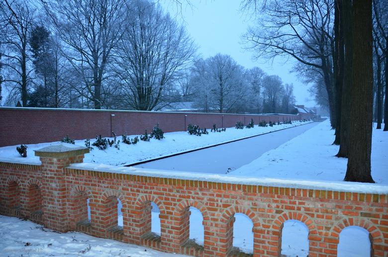 Brouwerij in zicht - Vanmorgen in Westmalle ...<br /> Ommuring van de Abdij en rechts in de verte de Brouwerij der Trappisten van Westmalle.