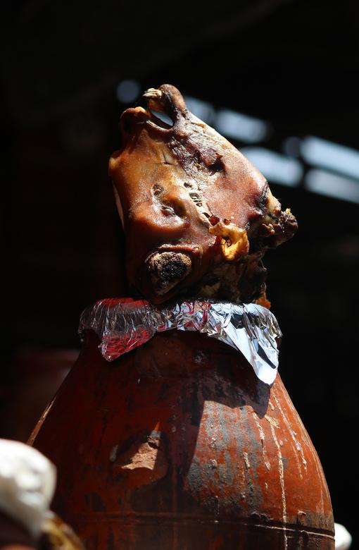 Lamshoofden bij kraampje Marrakesh - Hersenen, tong én lamshoofden... alles wordt aangeboden in Marrakesh (inclusief soms een hele hoop vliegen).<br /