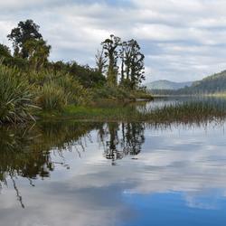 Nieuw Zeeland zomaar een meer langs de west kust