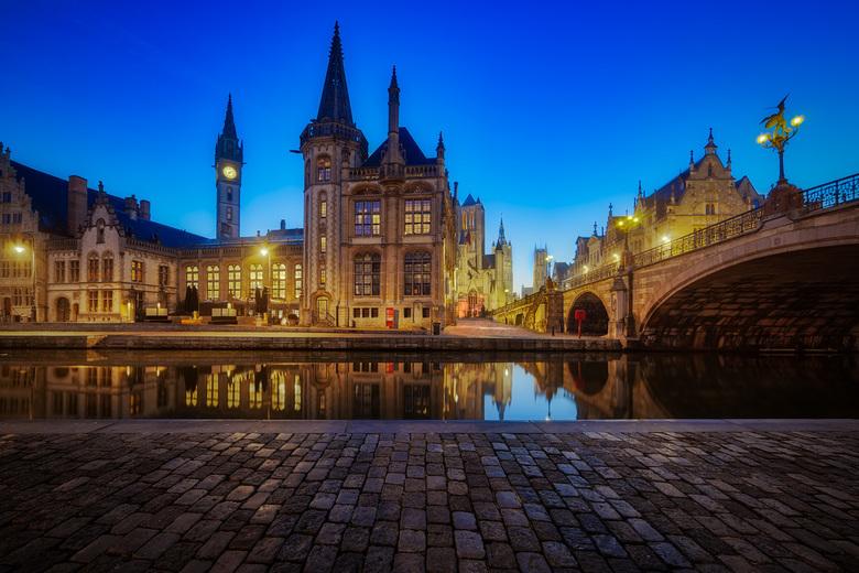 Gent - Belgie - Gent is een oude en prachtige stad en is de perfecte plek om het gevoel te krijgen waar Belgie om draait. Ik wist dat deze plek enorm