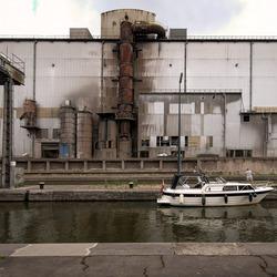 Charleroi - Sambre - Verdwaalde Nederlandse toeristen met bootje in industriegebied