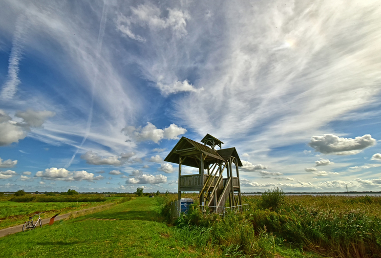 Zuidlaardermeer - uitkijktoren die helaas veel schade had door zware rukwinden.