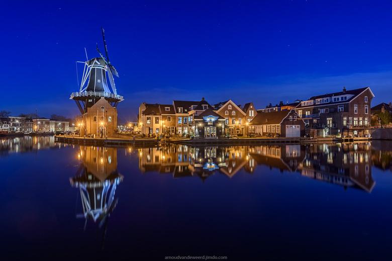 Haarlem - Door het windstille weer hadden we prachtige reflecties.<br /> <br /> Dank voor de reacties op mijn vorige foto en een fijne avond.<br />