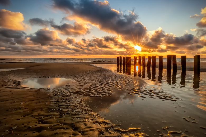 Sunset over the Sea - Nog een keer een sunsetfoto, gemaakt op het strand van Hollum, Ameland