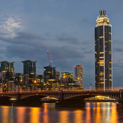 Londen - Vauxhall Bridge and Saint George Wharf
