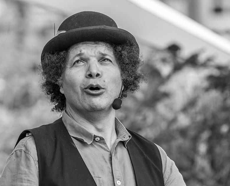 Hakim - Afgelopen zomer mogen fotograferen tijdens festival En Plein Public in Breda.. een vakman.