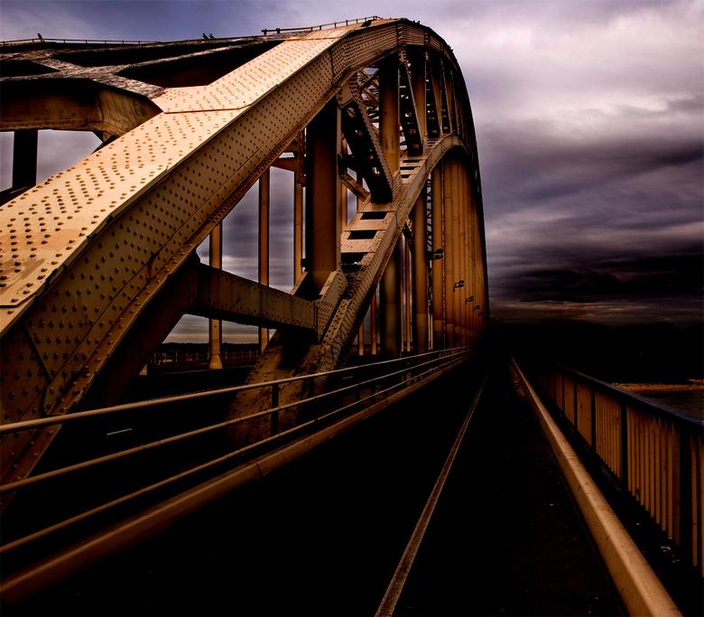 A Bridge Too Far - Bewerking van een eerder geplaatste foto van de Waalbrug. Gewoon een beetje lekker knutselen met Photoshop!