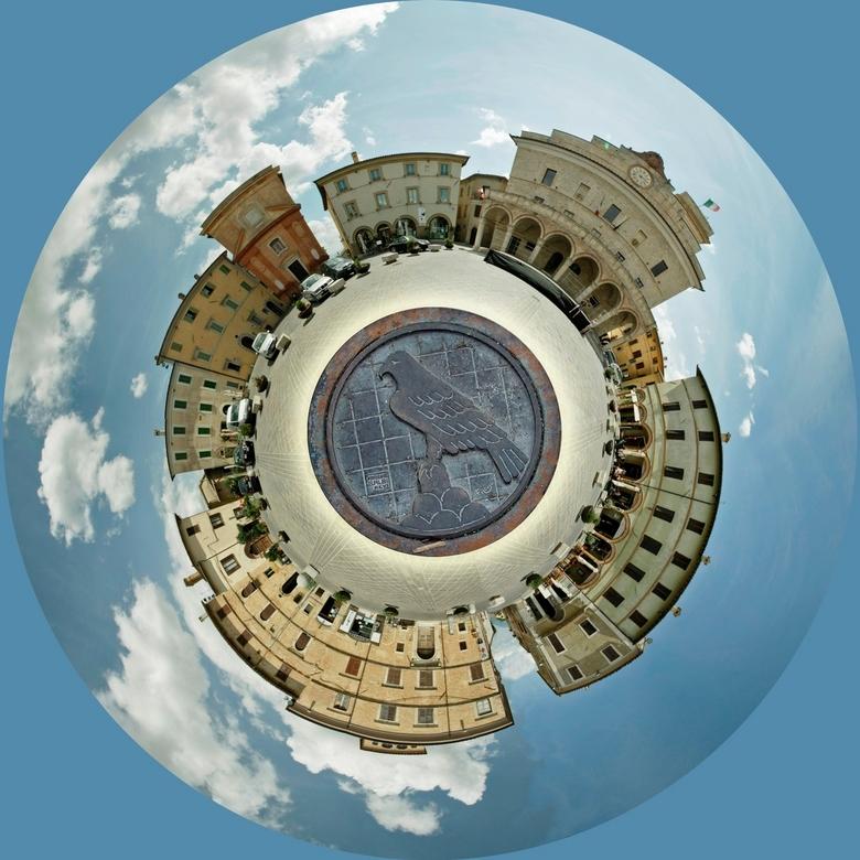 Little planet Montefalco - Iedereen bedankt voor het commentaar bij mijn vorige uploads....En wie een 360° pano genomen heeft kan ook een perfecte lit