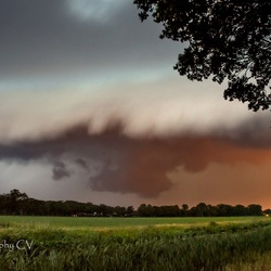 Shelf cloud in mijn achter tuin :-O