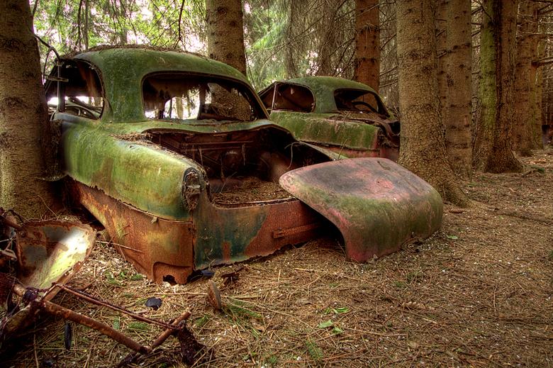 """Car graveyard 4/4 - Dit is de laatste foto uit deze serie.<br /> De hele serie kun je bekijken via deze link: <a href=""""http://www.mijnalbum.nl/Album="""