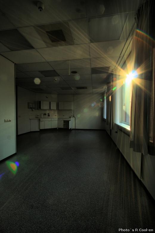 Zonnetje, kom binnen - Verlaten ziekenhuis. Bezocht samen met evhfotografie.