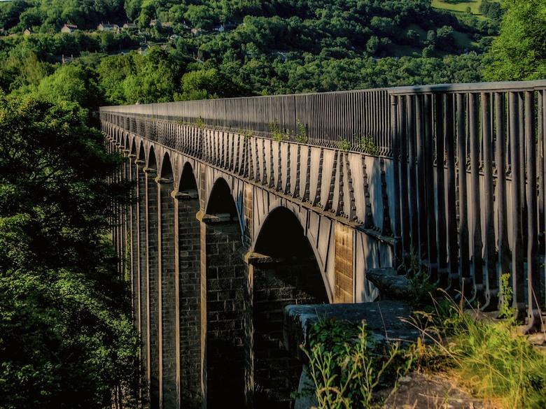 Het aquaduct van Llangollen - Het aquaduct van Llangollen in Noord-Wales dient vrijwel uitsluitend voor de plezier vaart en wordt dagelijks intensief