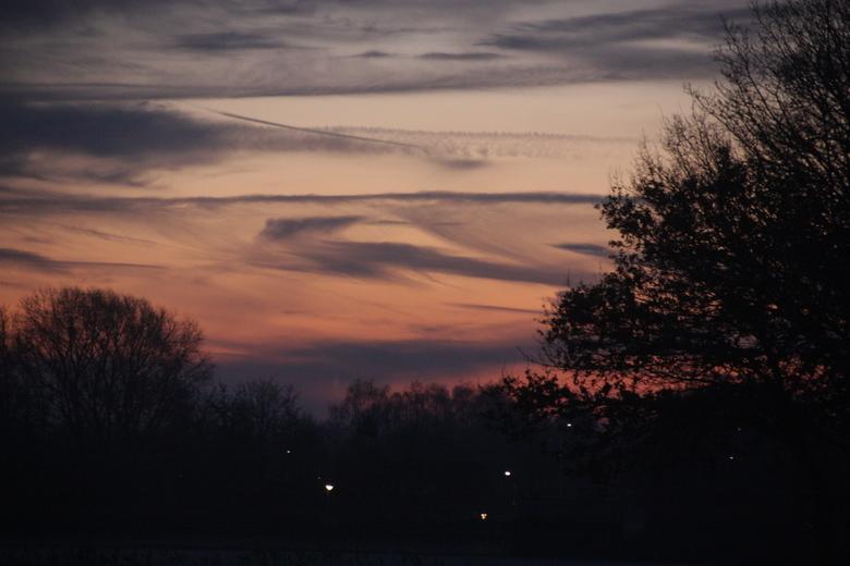 zons opkomst in gemert! - de mooie rode gloed van de ochtend