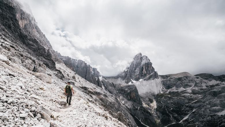 Between peaks. - Wandelen op de Via Alpini.<br /> <br /> Voor meer, neem gerust een kijkje op:<br /> https://www.facebook.com/ShotByCanipel/