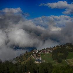 HDR foto van het Zwitserse dorpje Feldis/Veulden