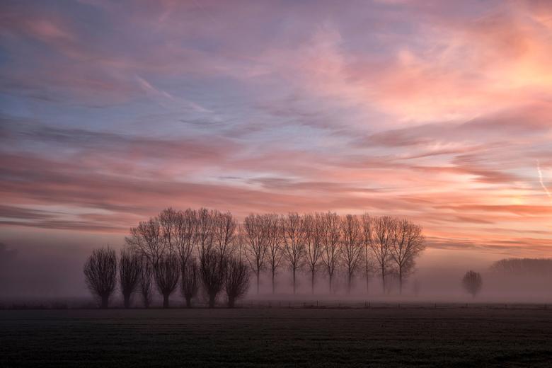 rdepomp027a - zonsopgang gefotografeerd aan de Stekense vaart, grens Stekene-Sinaai<br /> waasland Belgie